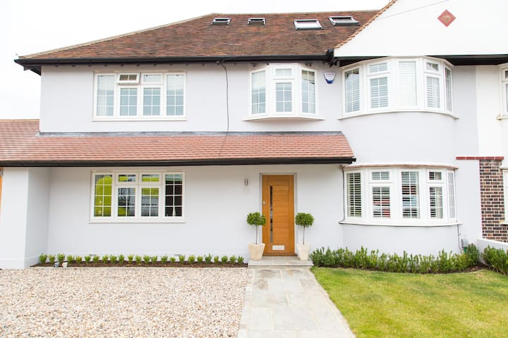 Warm and Friendly Home - Thames Ditton - Casa