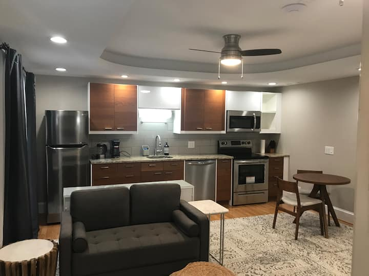 Private Patio Apartment near 590/490/downtown