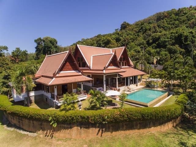 Superbe maison thaï, 4 chambres. - Thalang - บ้าน