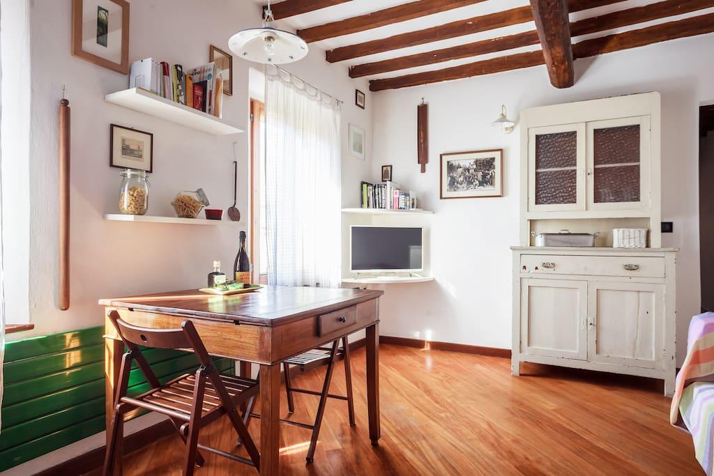 Grazioso appartamento in storica locanda appartamenti in for Appartamenti arredati modena