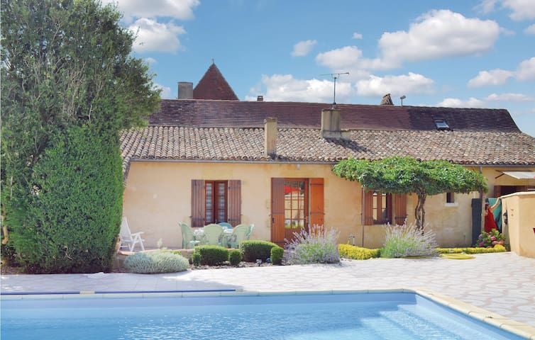 Holiday cottage with 3 bedrooms on 115 m² in St Pierre d'Eyraud