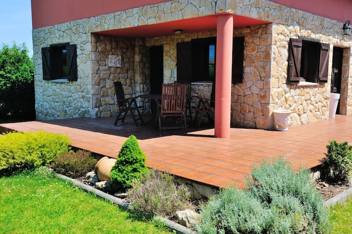 House with 3 bedrooms in Albuerne, with enclosed garden - 6 km from the beach