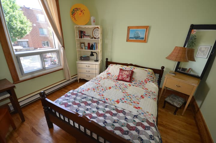 Large Room in Sunny Apartment
