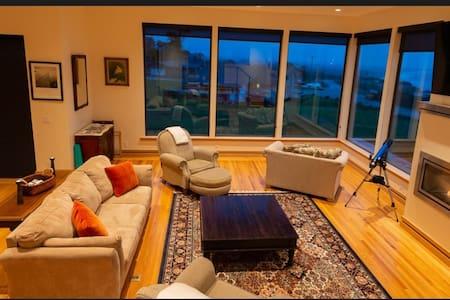 Linda Mar-Luxury home with Sauna, Spa & Huge Views