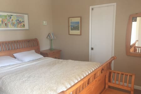 Bright bedroom with Parking in La Jolla Village - Apartamento
