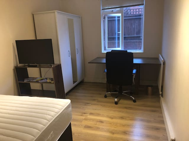 Private big room with large desk