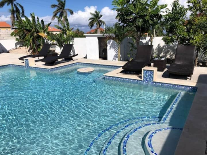 Villa354-Townhouse with Private Pool-(near ochi)