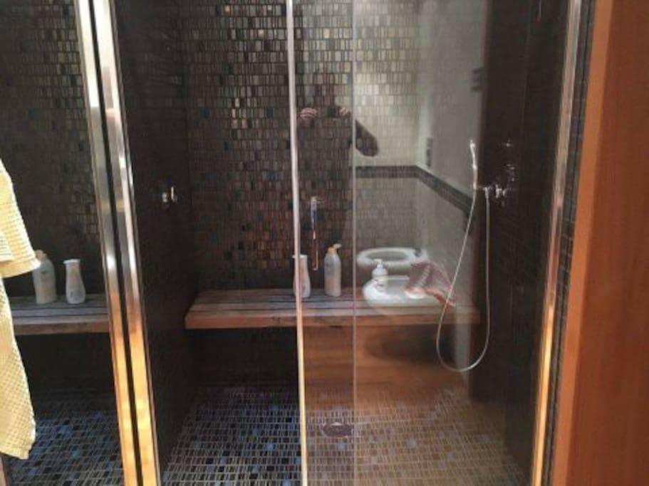 doppia doccia in camera padronale