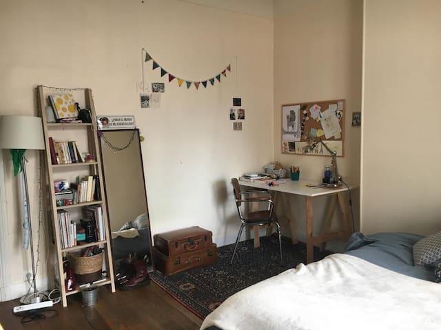 Chambre sympa et spacieuse en coloc