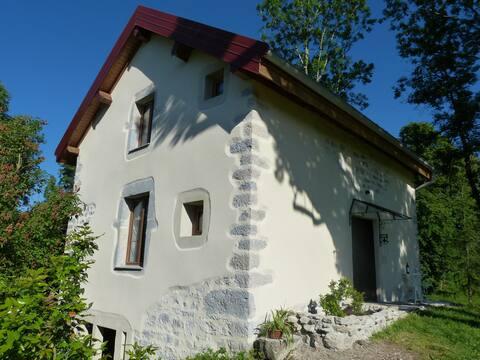 La Petite Maisonnette,Stone cottage - Lake Chalain