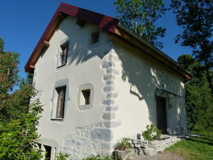 La Petite Maisonnette: Stone cottage in Saffloz