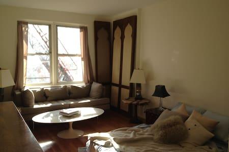 Bronx Retreat in Contemporary Apt - 布朗克斯 - 公寓