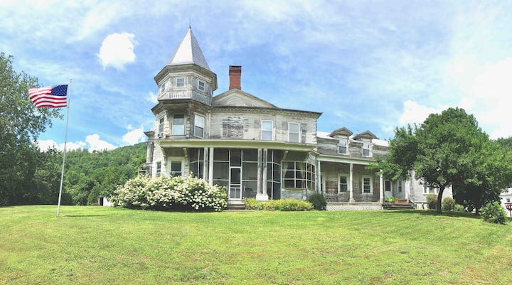 Farmhouse Apartment in the Beautiful Berkshires