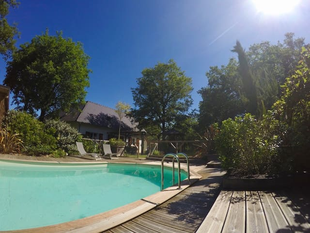 Maison spacieuse en  pleine nature, piscine.