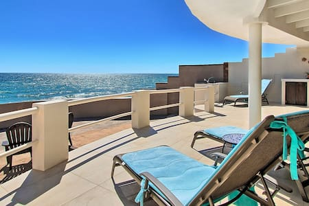 5 Star Beachfront. Private, Modern, Immaculate!