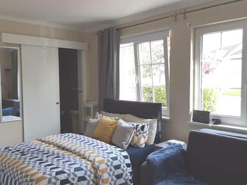 Private studio apartment in Mullingar