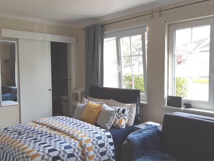 Private studio apartment in Mullingar