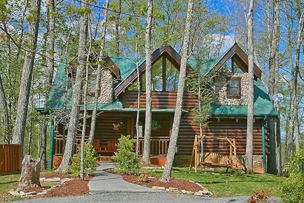 Rise n shine cabins for rent in gatlinburg tennessee for Large cabin rentals in tennessee