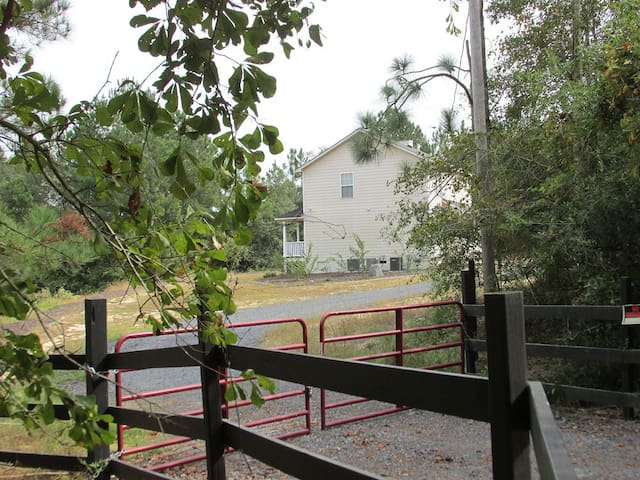 North Fork Estates, 10 Acres, Serene and Relaxing - SC - House