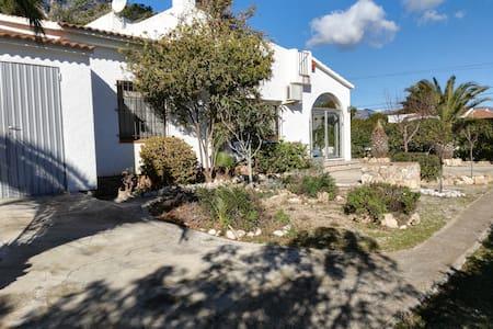 Villa a 50 metros de la playa con piscina privada - L'Ametlla de Mar