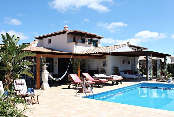 Villa J&J Grand Relax con piscina climatizable - La Oliva - Villa