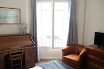 For students and professionals only - 1 month min Sublime warm apt overlooking the Eiffel Tower