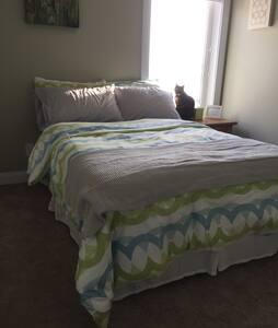 Cozy room in Saskatoon's North-East - Saskatoon