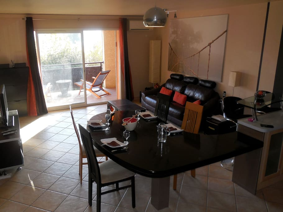Bel appartement salon de provence apartments for rent for Rent a car salon de provence