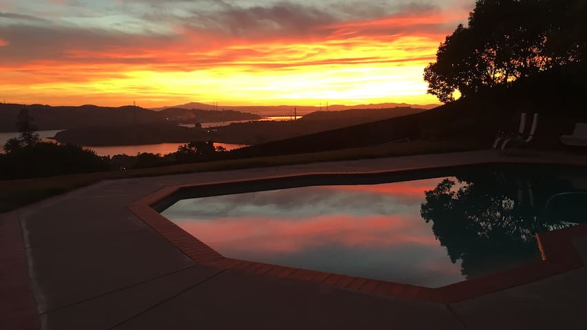 Private room w/ a magnificent view - Benicia - House