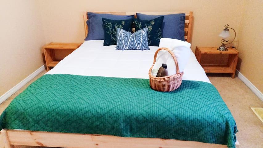 The Shanti : Bali inspired-room.