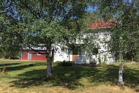 Villa I Kålsta, Ullånger. 600 m från E4.