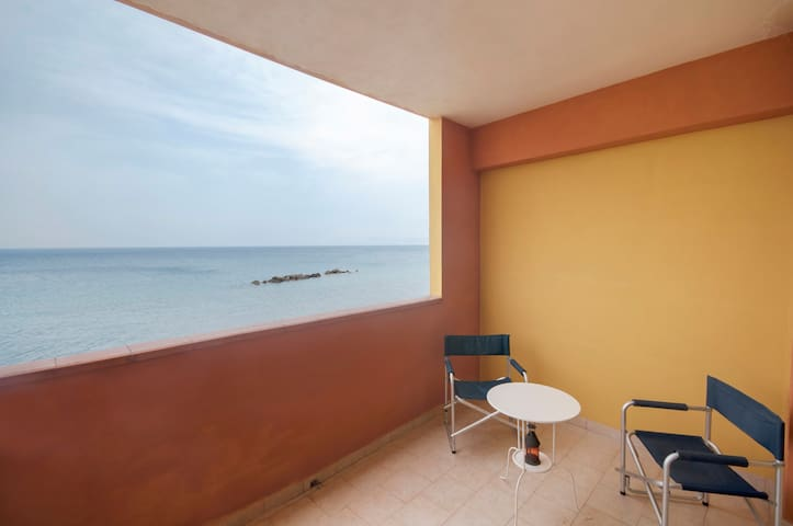 10 steps from the beach, Messine - Acquarone - Appartement
