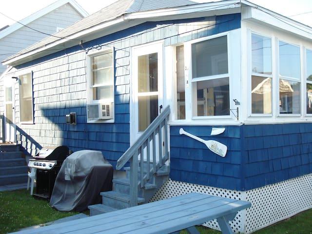 Starfish is steps to beach + WIFI - Hampton - Casa