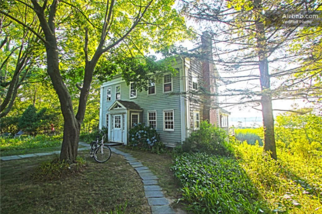 The historic house is 3 minutes walking distance from the Sag Harbor business district.