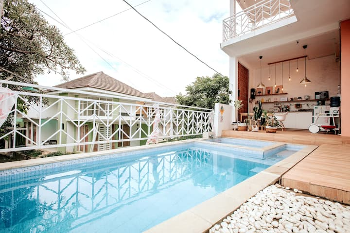 Casa Skyrose: Cozy Home Batu Malang (Private Pool)
