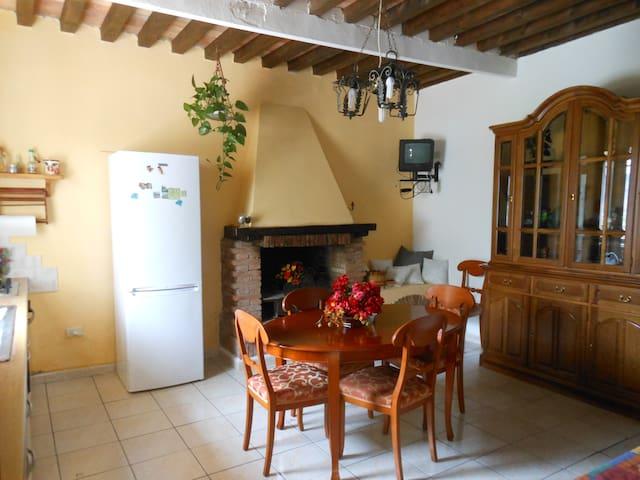 Organic Farmhouse in Tuscany - Orciano Pisano - Talo