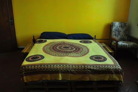 Ca' Hurria (private room,share bathroom & kitchen) - Olmo