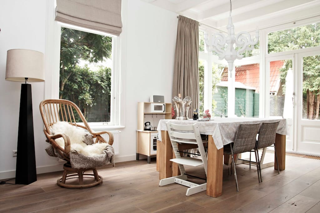 Cosy dining room seating 8 + 1 child seat