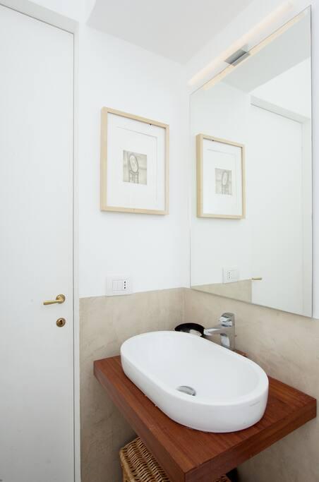 bagno interno alla camera matrimoniale