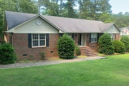 Beautiful home @ Carolina Lakes ~ Fort Bragg