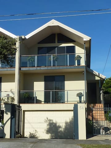 AWESOME BEACH HOUSE BnB - Mordialloc - Bed & Breakfast