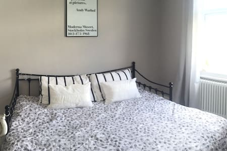 Cosy double room, close to London. - Coulsdon - Rumah