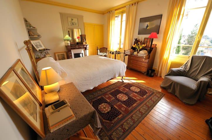 Chambre avec vue sur Rouen  - Mont-Saint-Aignan - Bed & Breakfast