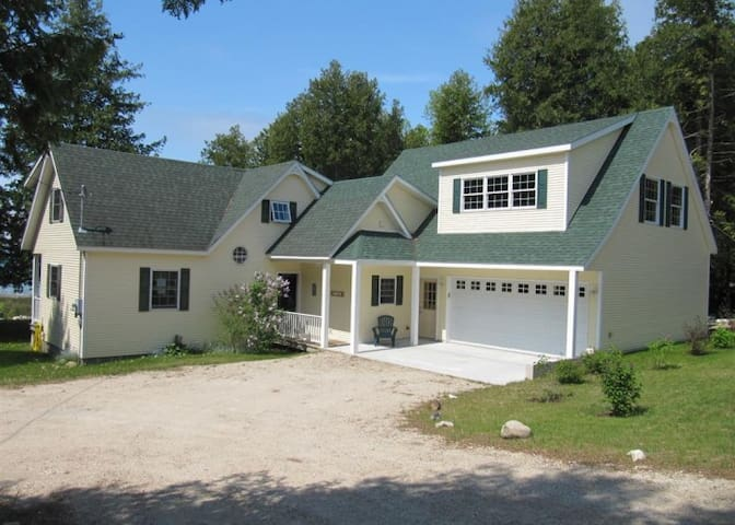 Sunset Lodge on Lake Michigan - St. Ignace - House