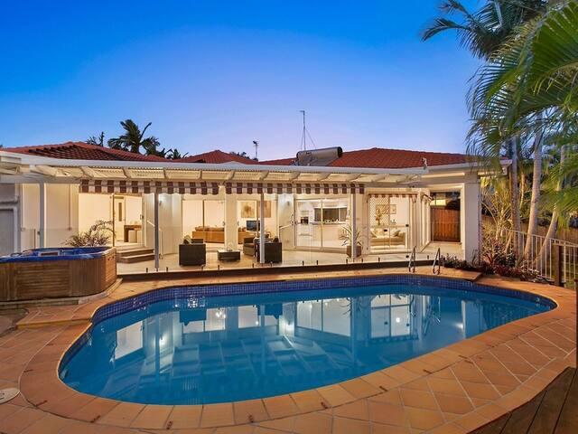 Spacious Home - Pool & Spa - Robina Gold Coast - Robina - Huis