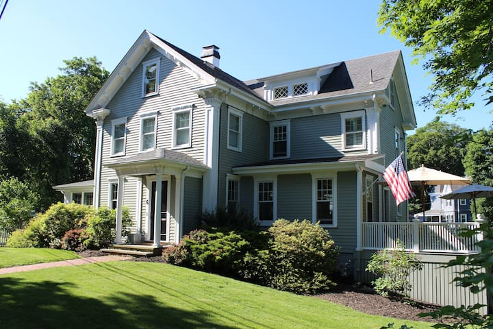 Historic Home in Beach Community - Cohasset - Ev