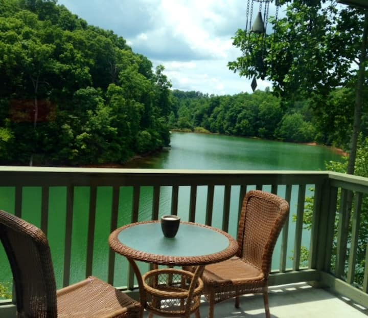 Charming Condo Lakefront