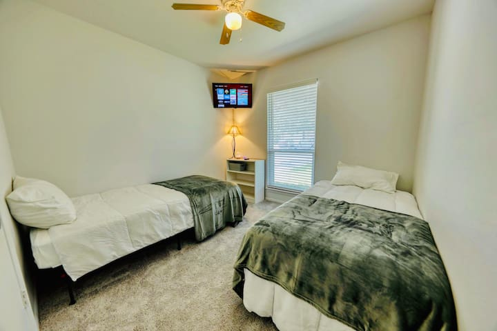 South Austin Haven-Two Twin Beds