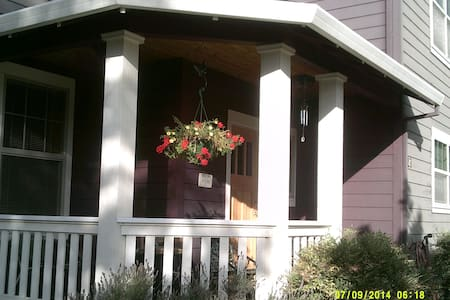 Lovely 3 BR Home, 5 mi from Ashland - Talent - Casa