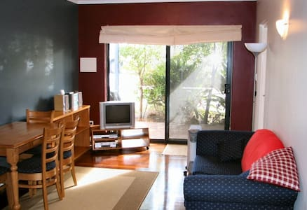 2 brm apartment near beach/river with all mod cons - 克莱尔蒙特(Claremont) - 公寓